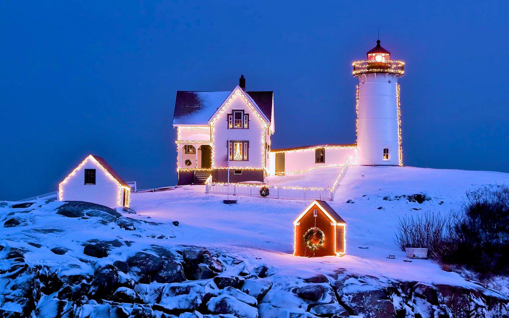 Cape_Neddick_Nubble_Light_in_Christmas_10