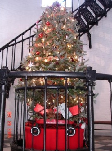 christmas_tree_in_lighthouse_Saint_Augustine