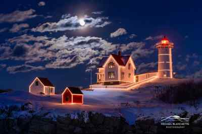 Moon_over_Nubble._ape_Neddick